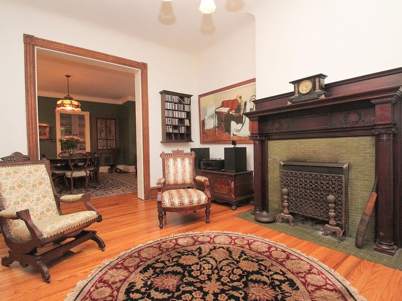 EXTRAORDINARY VICTORIAN HOUSE FEW MINUTES AWAY FROM UPENN AND DREXEL, holiday rental in Marple Township