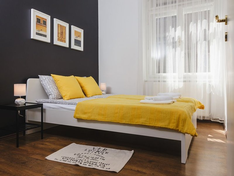 Yellow bedroom with queen size bed for 2 guests