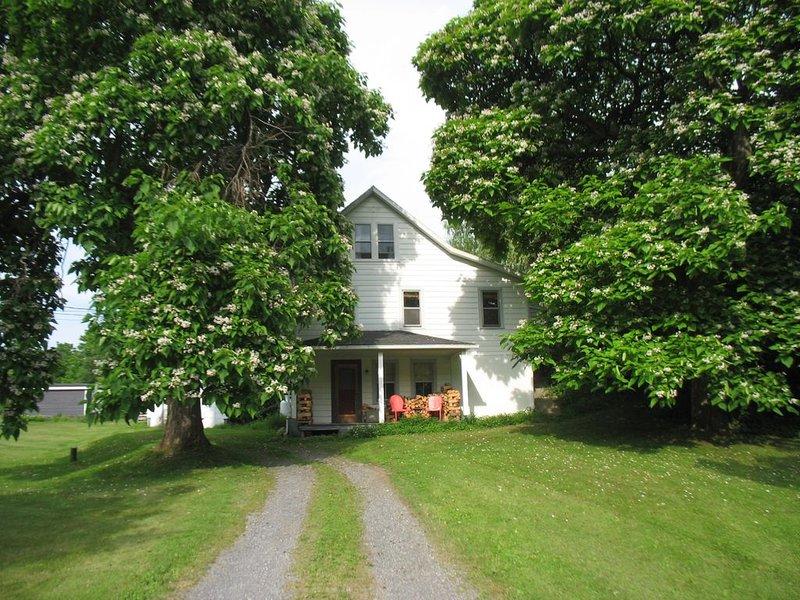 Bird Haven / Farm house retreat in Germantown on 3 acres - near BARD, location de vacances à Tivoli
