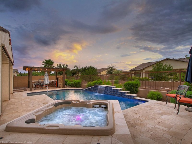 Social Distancing Getaway!  'Stay-in'  style!  Heated Pool! Theater Movie room!, alquiler vacacional en Queen Creek
