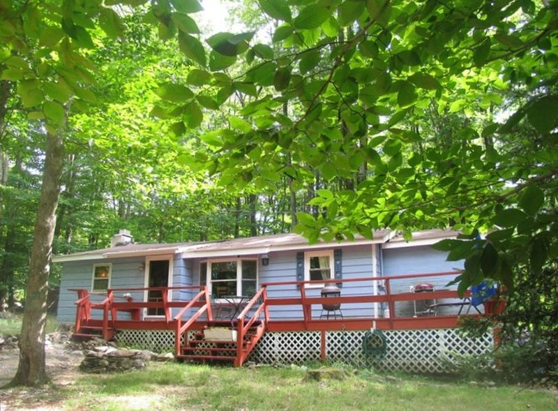 A Great place to relax in the Poconos!, holiday rental in Thornhurst