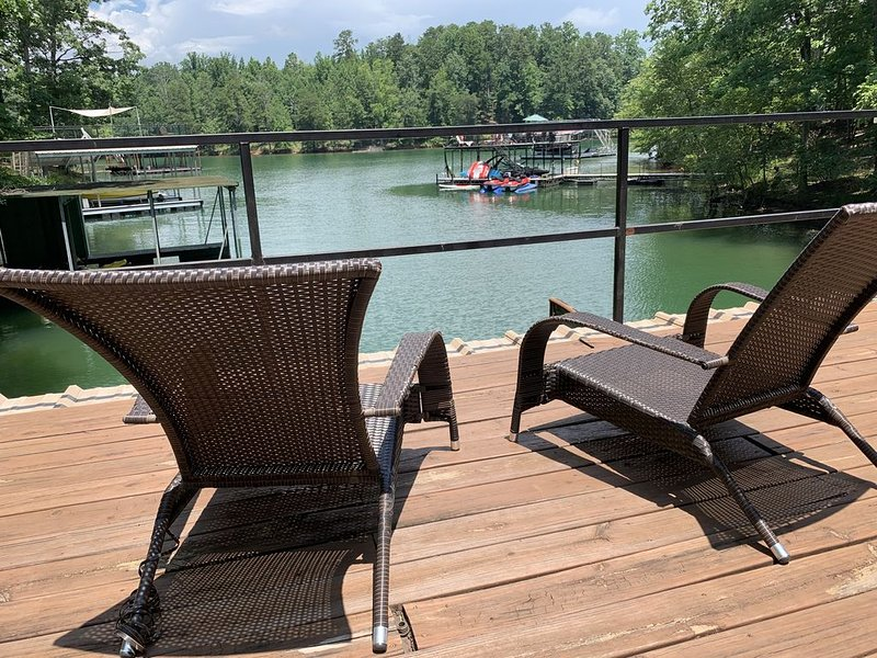 Charming Waterfront Lake Lodge in the Heart of Gainesville, holiday rental in Murrayville