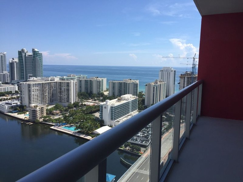 Beachwalk Condo Amazing 31 Floor View 2 Bedroom 2 Bathroom, holiday rental in Hallandale Beach