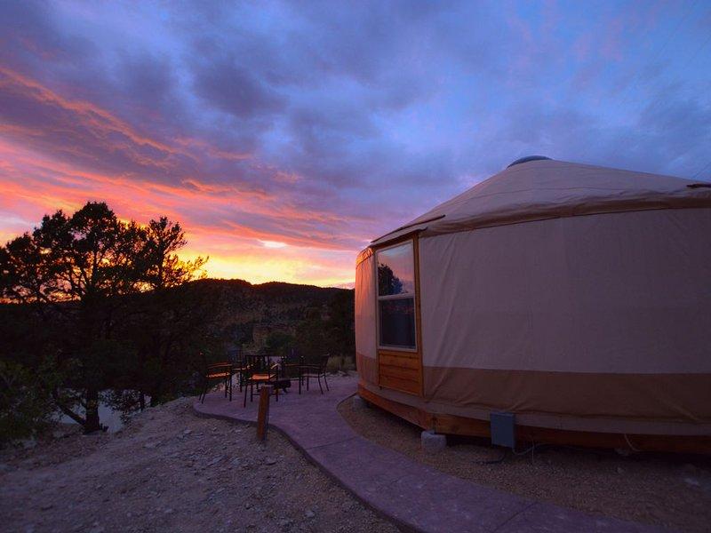 Yurt Overlook #9 at East Zion Resort (2 King beds), vacation rental in Mount Carmel