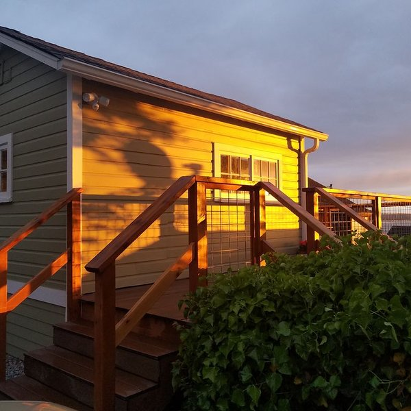 WarmBeach Mini Home with incredible views and sunsets, vacation rental in Stanwood
