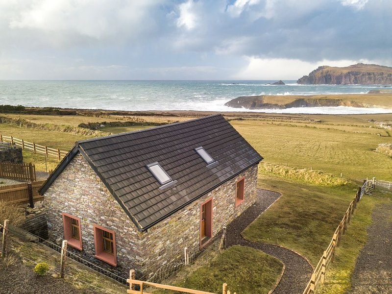 'WHERE HEAVEN TOUCHES EARTH' A VIEW LIKE NO OTHER., holiday rental in Dingle Peninsula