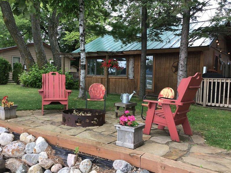 Classic Cabin Experience on Beautiful Lake Geneva, holiday rental in Brandon