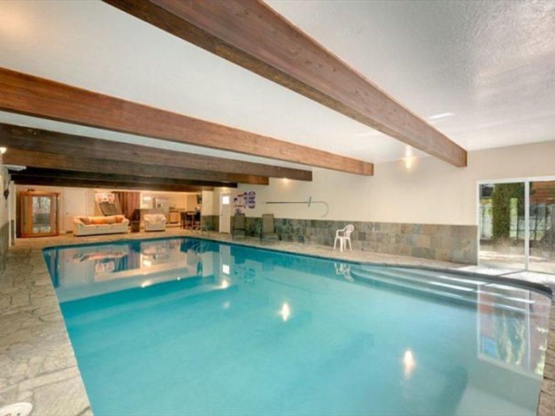 5BR 4BA with Large Indoor Pool!!!!, location de vacances à Glenbrook