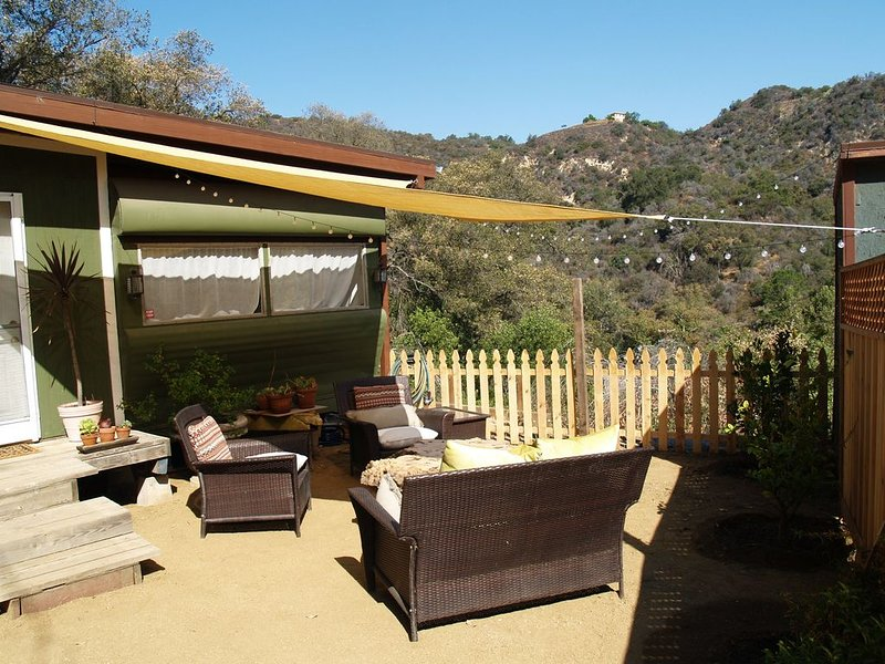 Little Topanga house with enormous views of Santa Monica Mountains, holiday rental in Bell Canyon