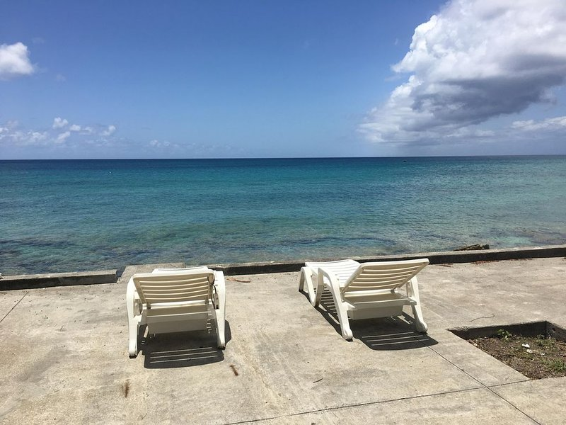 Sunset Beach Oceanfront Cottage, vacation rental in Frederiksted