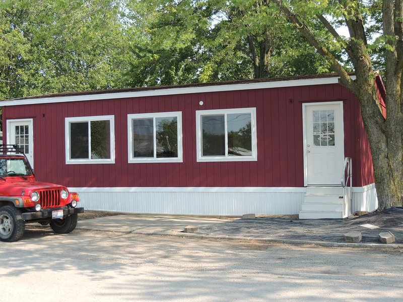 2 bedroom 1 bath modular  with boat parking Close to Port Clinton attractions, holiday rental in Port Clinton