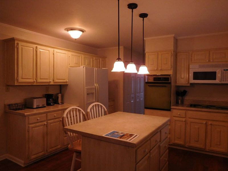 Comfortable room for all. Large yard, 2 TV rooms, 4BR, 3BA, full kitchen., location de vacances à Kilmarnock