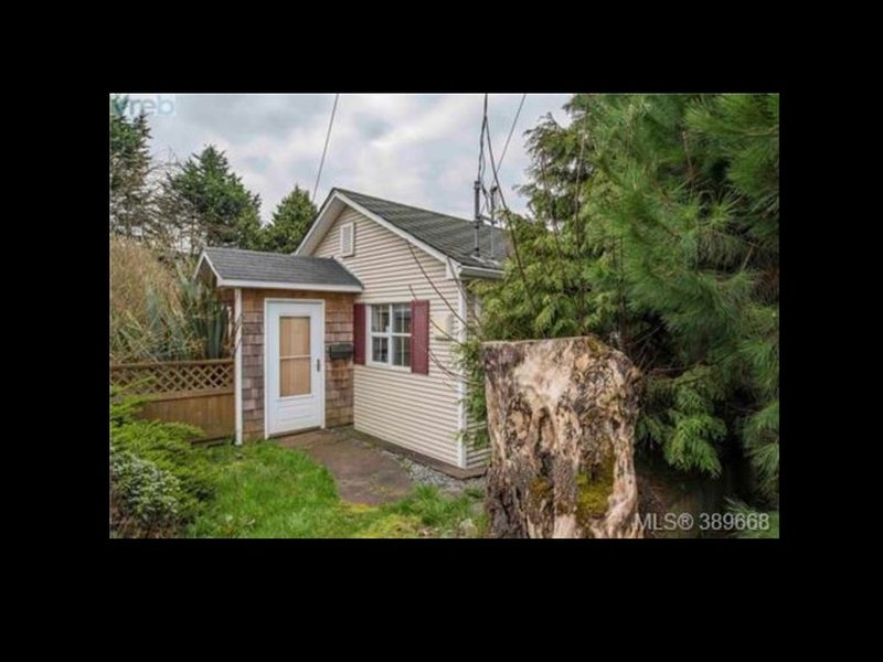 Cottage in the Heart of Town, holiday rental in Saanich