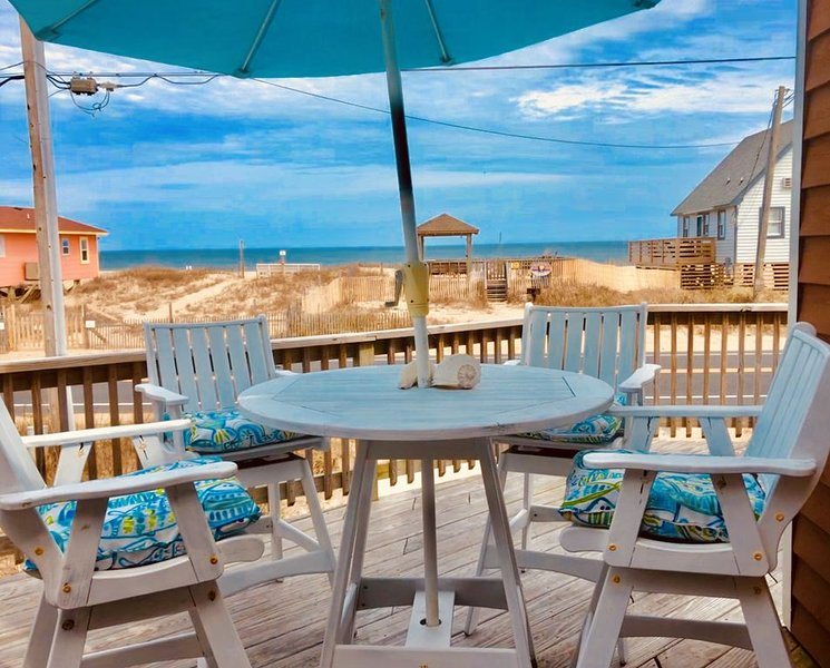 Beautiful Ocean view for dinner or drinks on the deck!