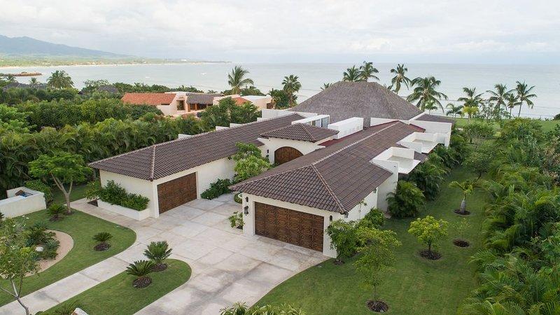 New Luxurious Oceanside Villa  w/4 suites & Extra Casita, vacation rental in Punta de Mita