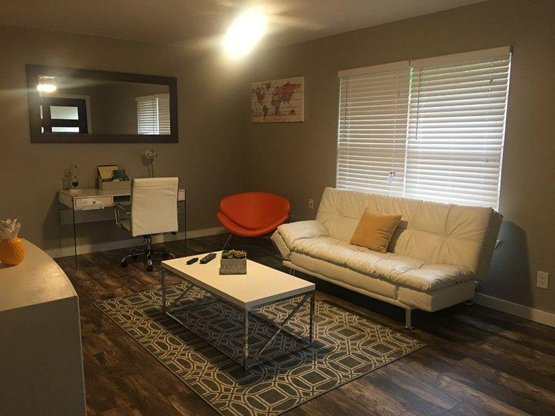 Contemporary home 0.5 miles from AT&T stadium, aluguéis de temporada em Arlington