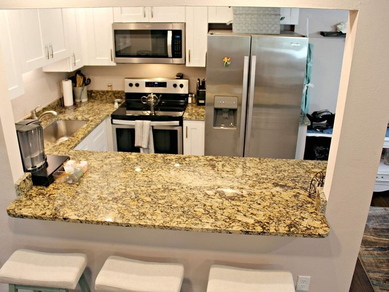 Look no further. 6 miles to the beach.  All the comforts of home. A true gem!, holiday rental in Bradenton
