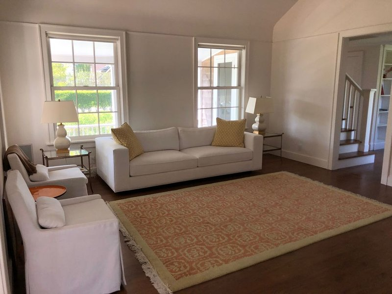 Pristine renovated home within minutes of West Neck harbor, vacation rental in Shelter Island