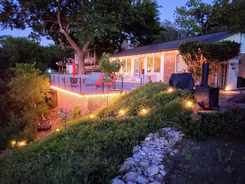 Couples retreat on Lake Whitney, vacation rental in Whitney