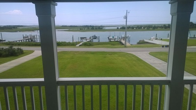 The Front Street House - Best View In Town!, location de vacances à Harkers Island