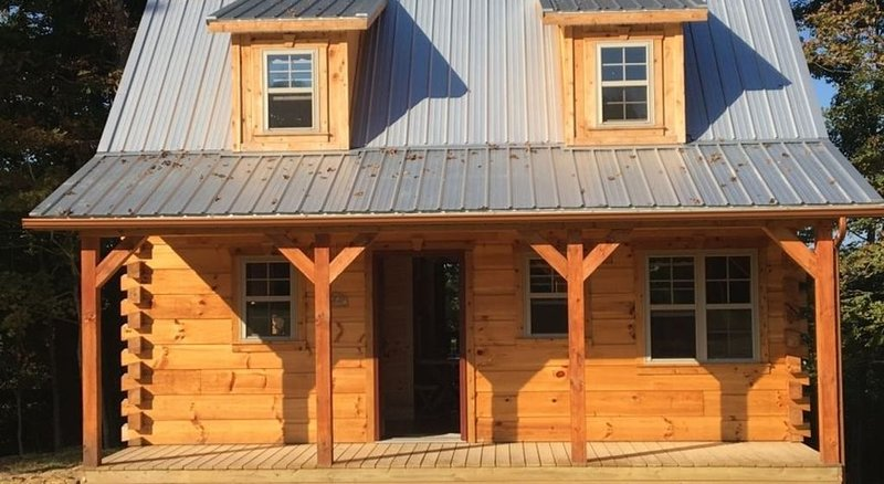 An Outdoor Luxury Cabin Adventure 'The Hampton'Amish-Built Log Cabin, holiday rental in Louisa