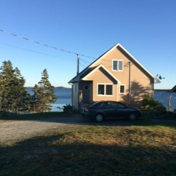 Private, peaceful and pleasing shoreline experience., vacation rental in Port Dufferin