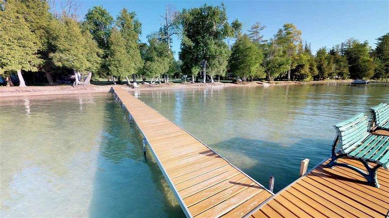 Beautifully remodeled large condo on Walloon Lake, holiday rental in Walloon Lake