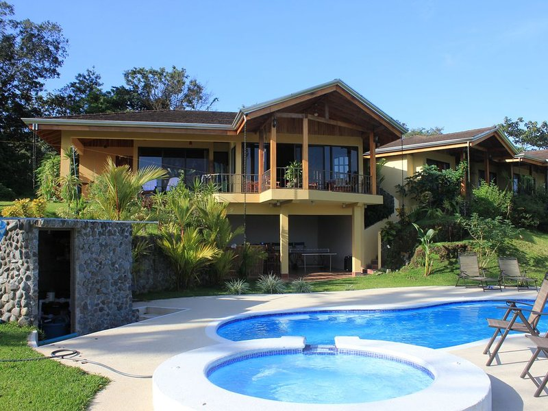 Luxury Home overlooks Arenal Volcano & Lake Arenal & Ceiba Tree, holiday rental in Province of Alajuela