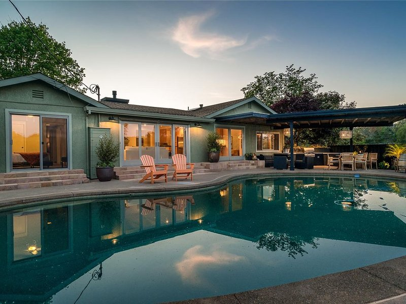 Casa Chiquita - 3 Bedroom, 3 bath newly remodeled home with spa and pool, vacation rental in Healdsburg