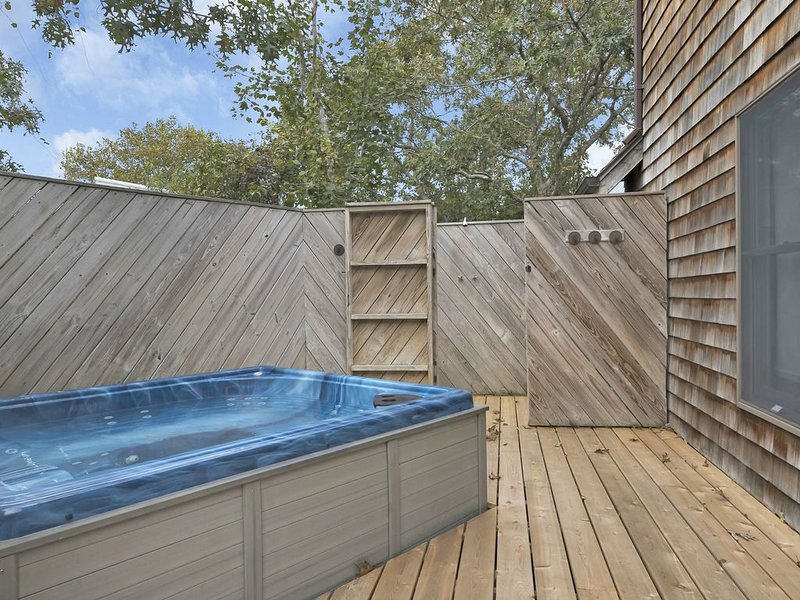 Luxurious Modern Private Beach Home w/hot tub +views, alquiler vacacional en Amagansett
