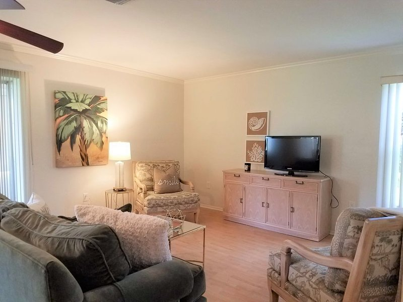 Cozy and Clean Villa in Gulf Gate Gardens Close to Siesta Key, holiday rental in Sarasota