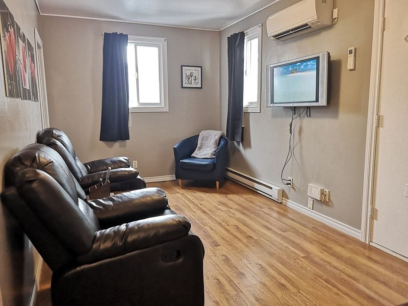 Very Cozy and Romantic Air Conditioned Traveller's Apartment, vacation rental in Fall River