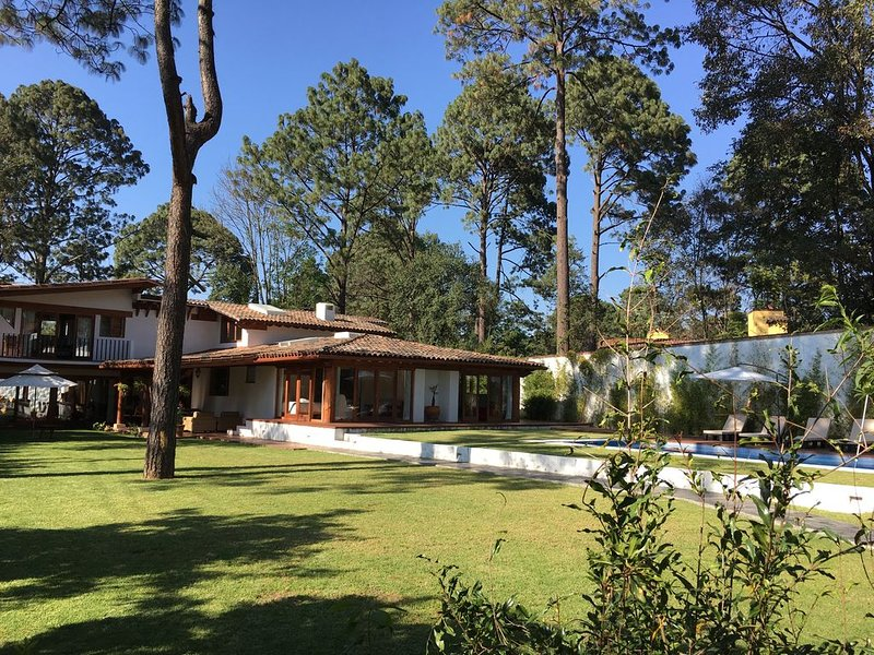 Excellent opportunity, Rent a magnificent house in Valle de Bravo/ Avandaro, vakantiewoning in Estado de Mexico