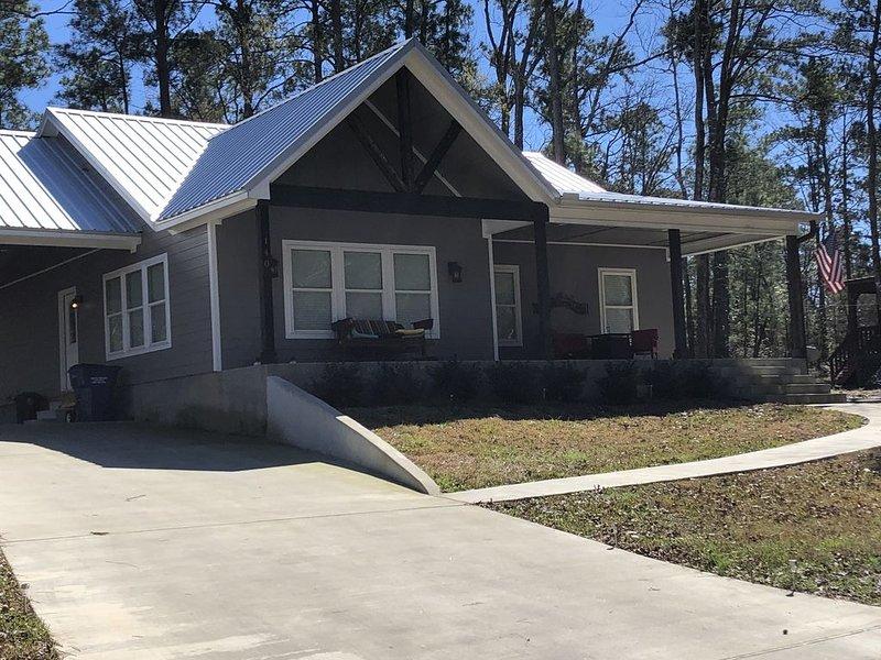 Sam Rayburn Lake House in Rayburn Country w/ WI-FI, casa vacanza a Bronson