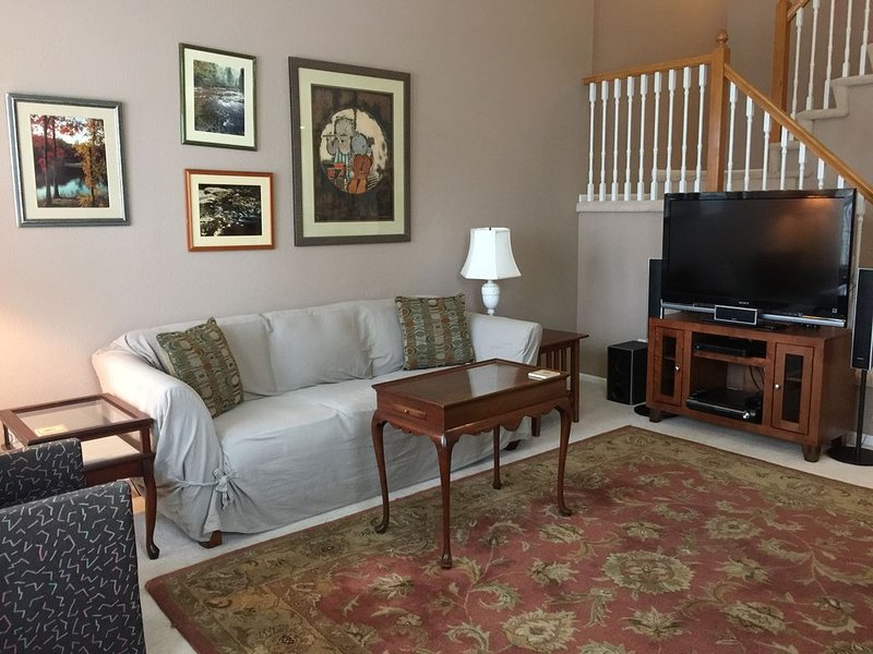 Spacious Townhome Minutes to Denver and Boulder, casa vacanza a Westminster