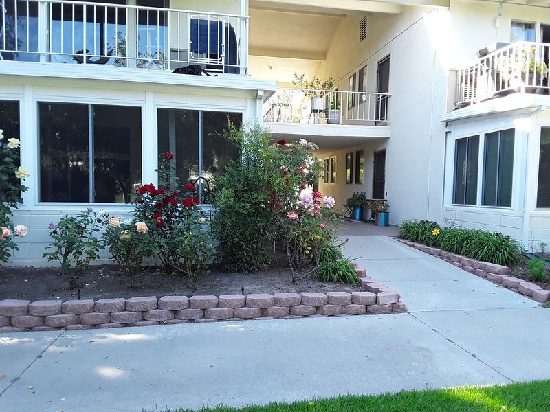 Amazing Condo in Active 55 plus community - Min Stay- 3 months, casa vacanza a Mission Viejo