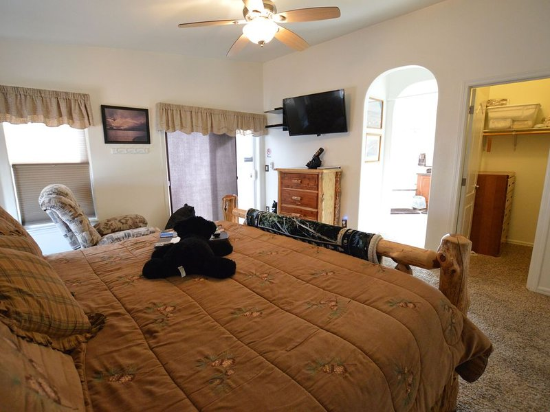 King 1 Private Room with en-suits bath in our B&B Close to Antelope Canyon, vacation rental in Page