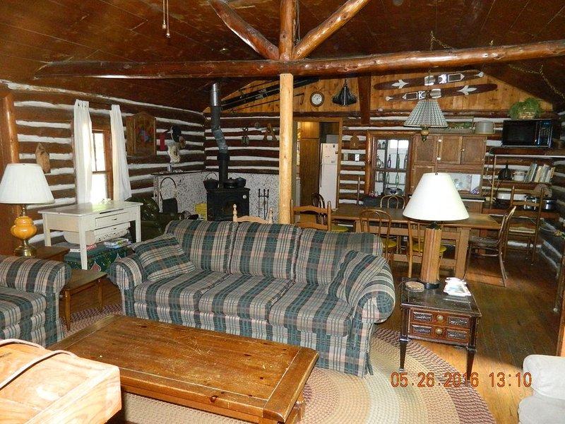 Log Cabin on Little Platte Lake, alquiler de vacaciones en Honor