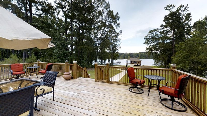 Waterfront Retreat in Toledo Bend, holiday rental in Milam