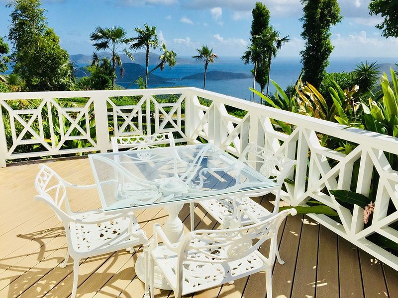Peaceful, Private, and Moments from the North Shore Beaches, holiday rental in Maho Bay