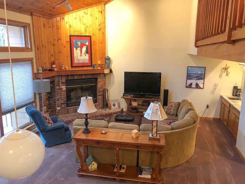 Cozy 4 Bedroom Townhome Across from Bretton Woods Ski Area, alquiler de vacaciones en Meadows