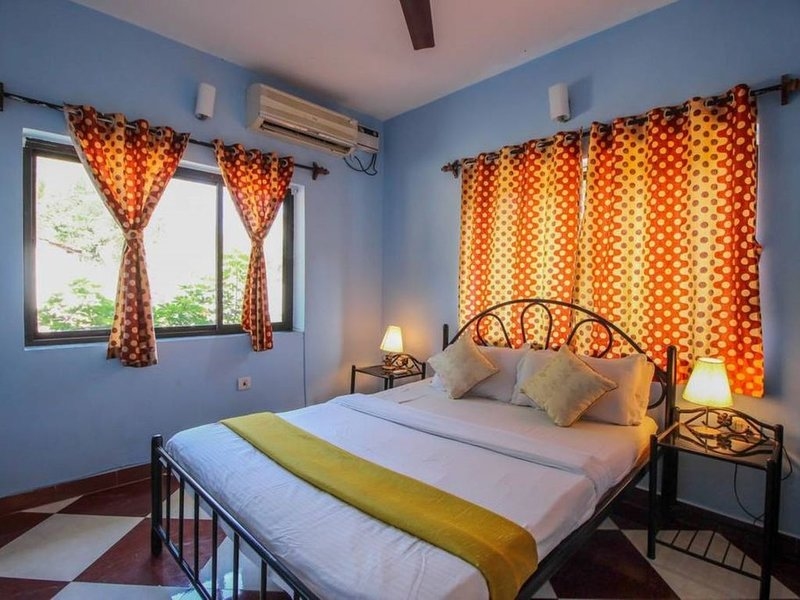 6 BHK Villa with 2 Pool Close to beaches & Clubs, holiday rental in Baga