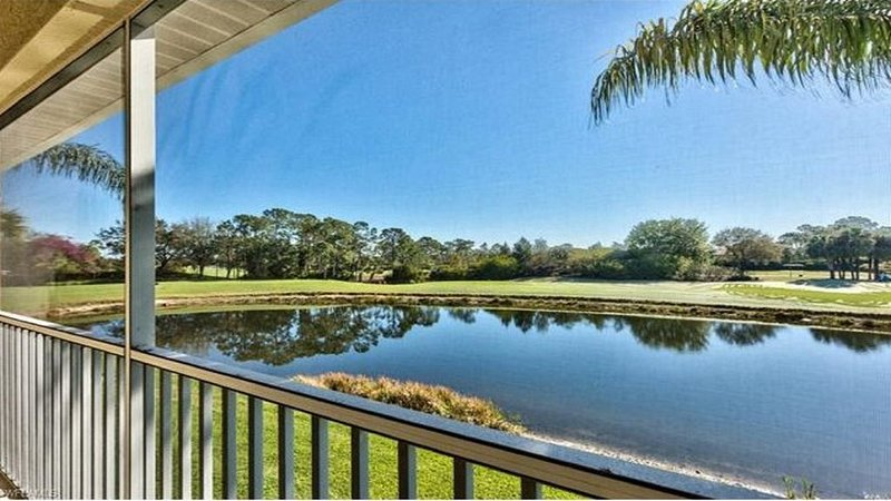 *New Listing!* Sunny 2 BR/2 Bathroom Condo Gorgeous View Of Golf Course And Lake, holiday rental in Estero