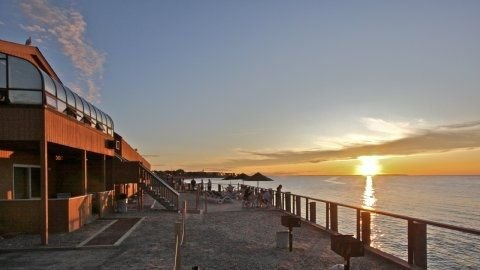 Montauk Condo ~ Stunning Sunsets & the Sea at Your Doorstep, vakantiewoning in Hamptons