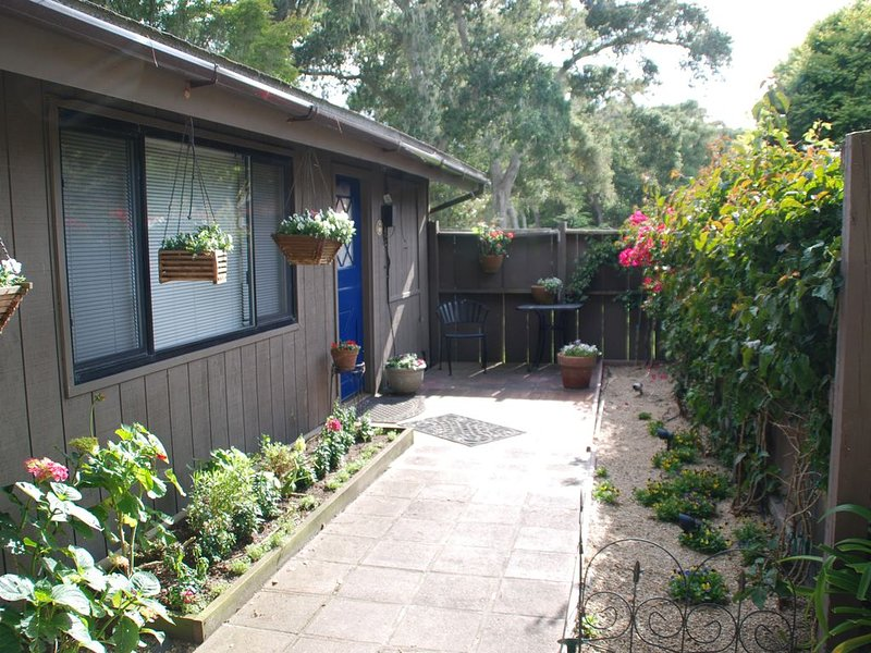 The Cottage in Pebble Beach Available for P.B. Concours  Auto week!, aluguéis de temporada em Pebble Beach