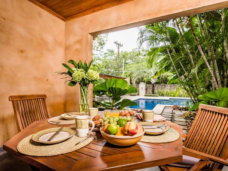 Spacious 2BR/2Bath 5 Star Villa - Steps from Blue Water & White Sand Beach, vacation rental in Tamarindo