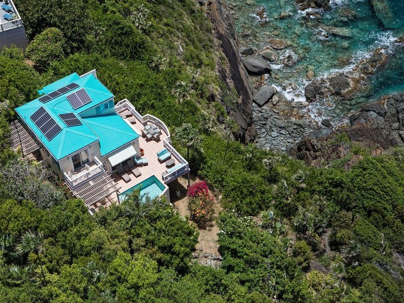 Turquoise Cove Spectacular Waterfront, holiday rental in Magens Bay