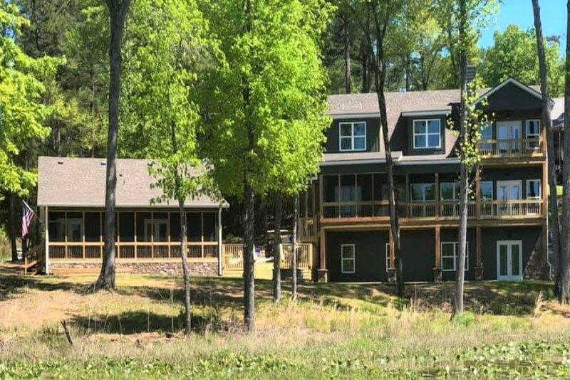 NEW Lake Tuscaloosa Cottage, holiday rental in Coker