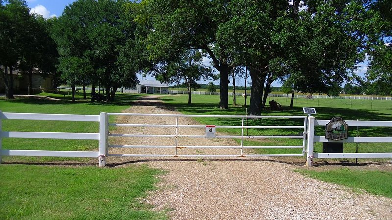 On beautiful acreage between Temple & Belton, views of pasture and horses,, holiday rental in Temple