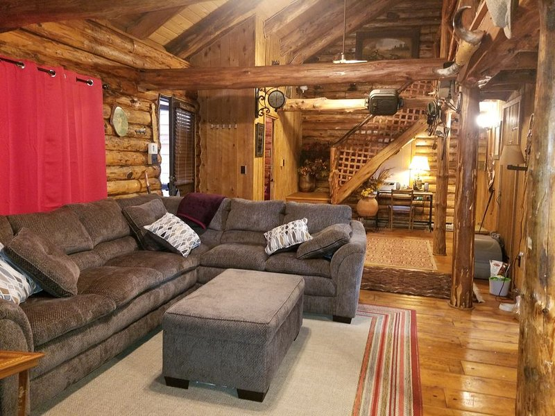 Log Cabin - Cozy 1 Mile To Festivals and Slopes, casa vacanza a Haines Falls